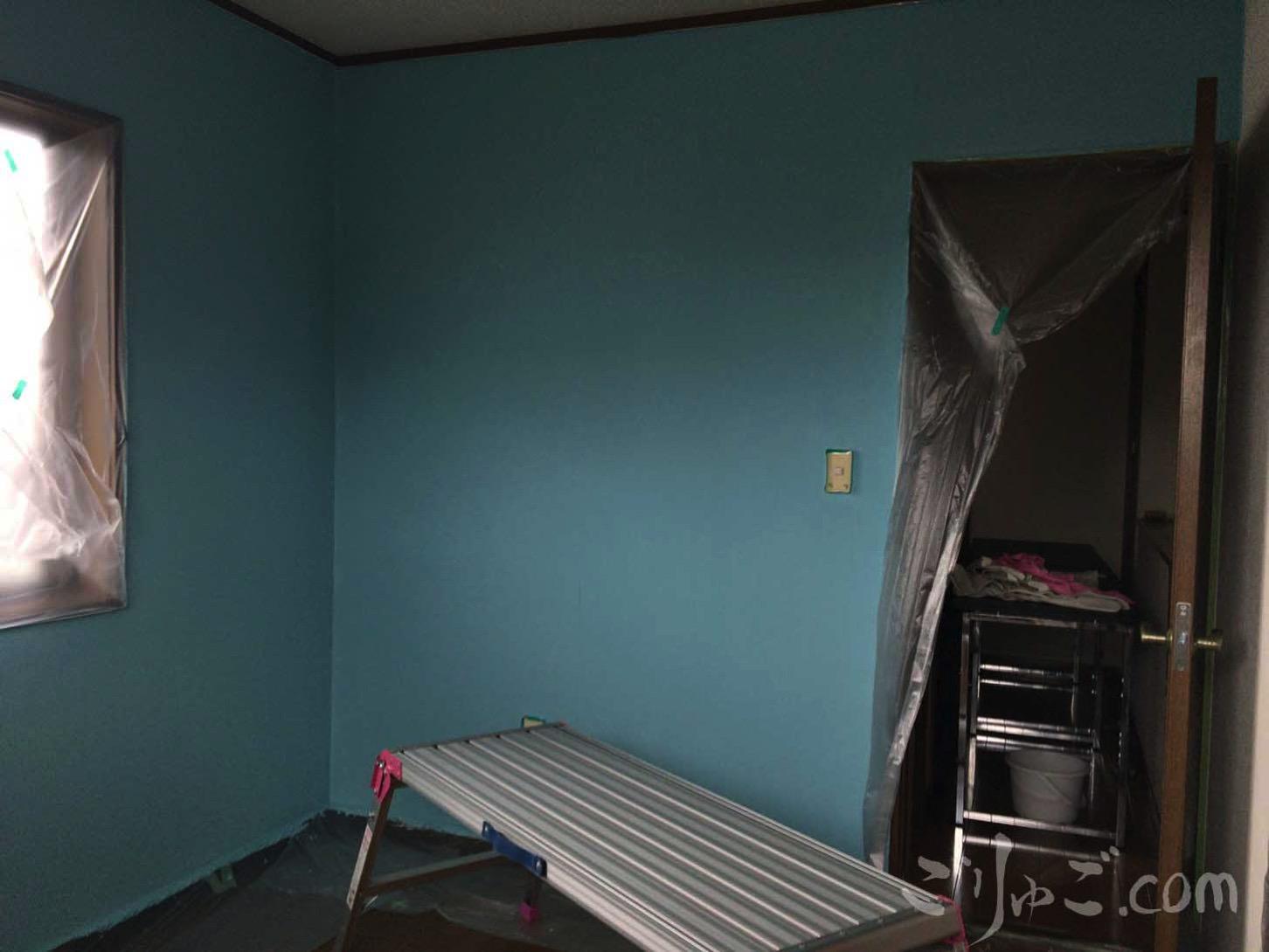 仕事部屋の壁塗り
